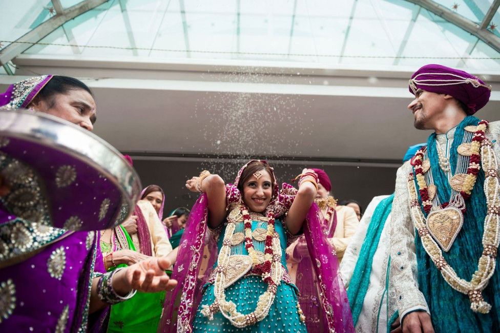 Indian weddings what to expect as guests so youve just been invited to your first indian wedding and a million and one thoughts are whizzing through your mind at lightning speed solutioingenieria Gallery