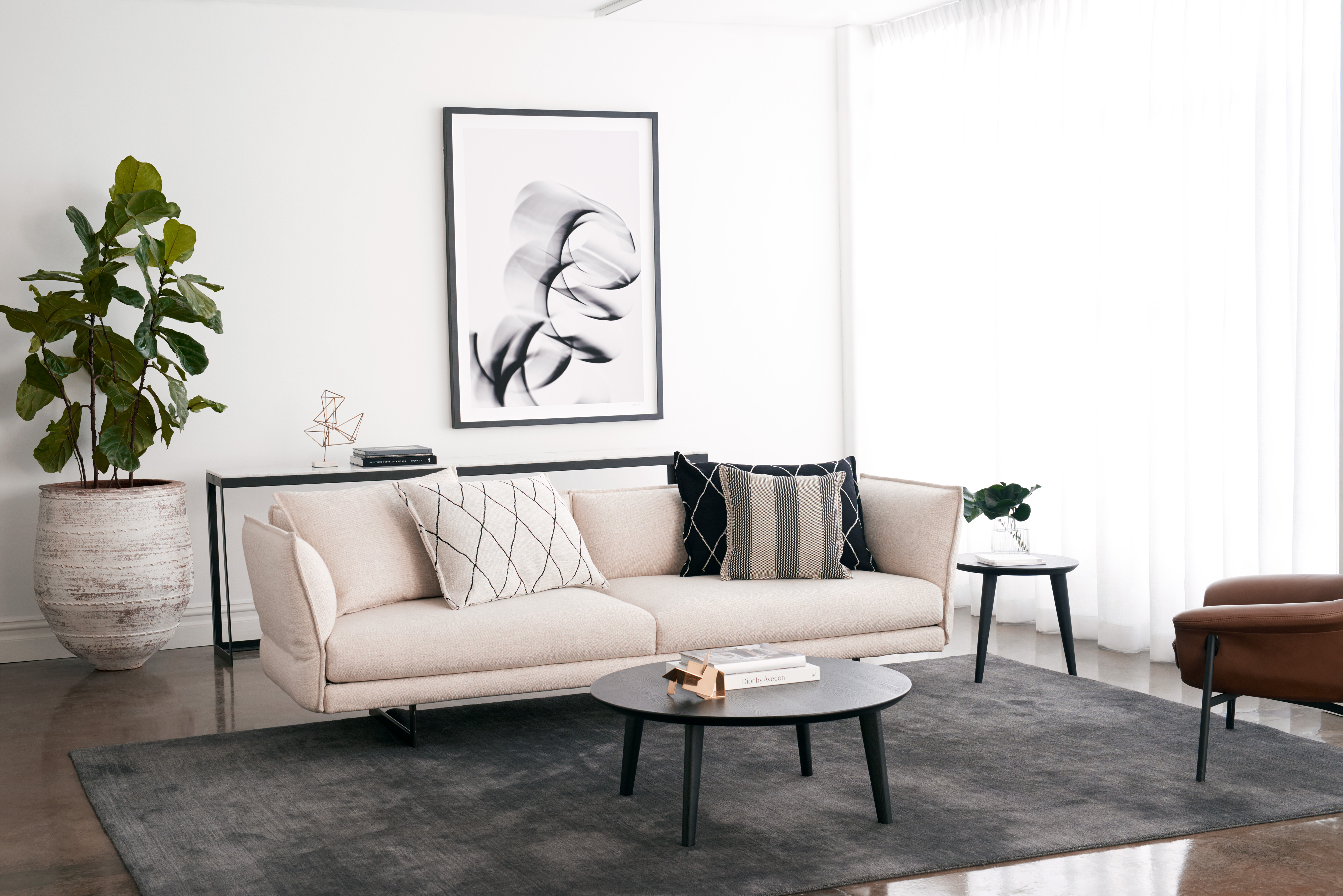 """Living Room Decor Trends To Follow In 2018: """"Minimalism Is Out"""": Top Decor Trends Of 2018, According"""