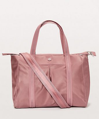 4e06d133322c4a 11 Stylish gym bags perfect to carry around (and outside!) the gym